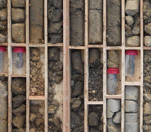 地質調査メイン写真